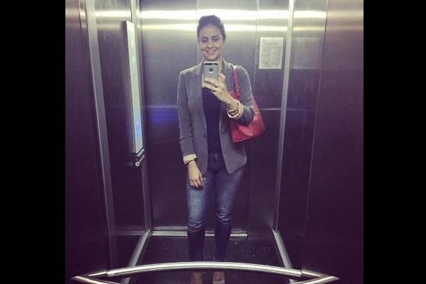 Guls lifties A peek into the actor-entrepreneurs life through her selfies inside elevators