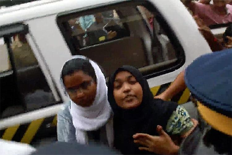 I was not forcibly converted I need justice shouts Hadiya before leaving for Delhi