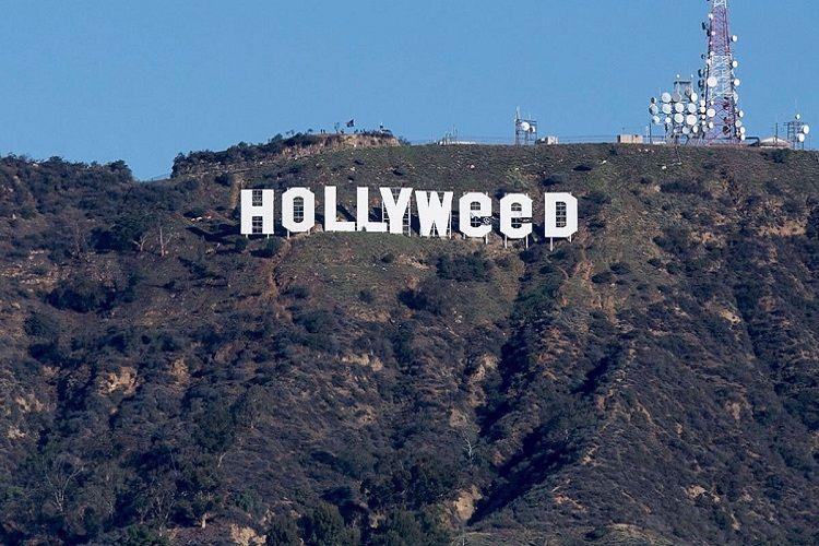 LA landmark sign Hollywood altered to Hollyweed in New Year