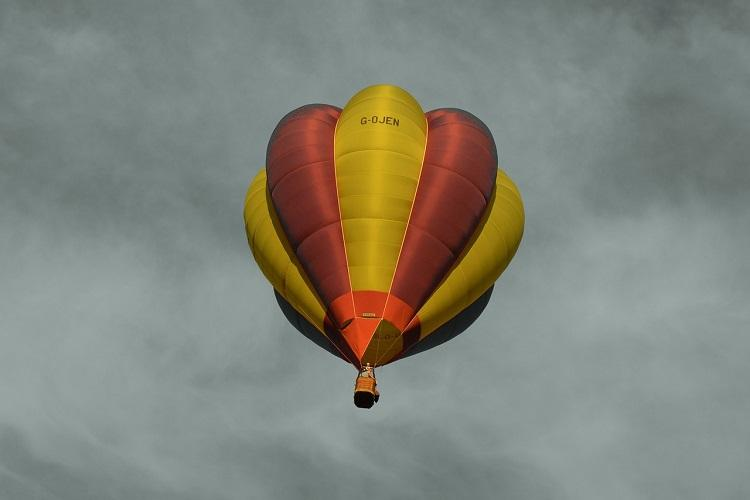 16 killed after hot air balloon catches fire and crashes in Texas
