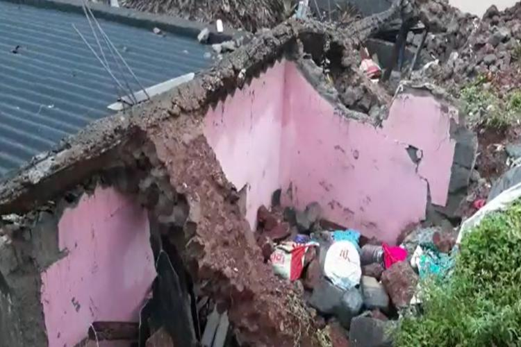 House collapses in Hyderabad