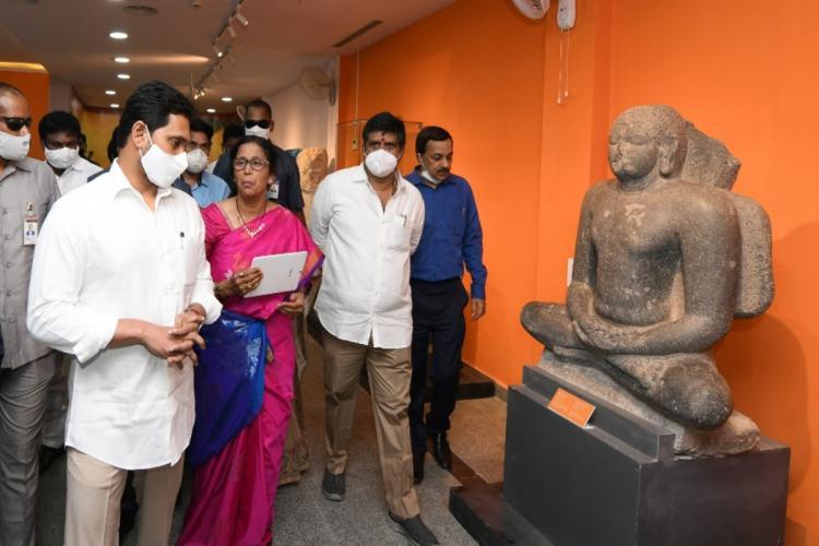 Jagan inaugurating Bapu Museum