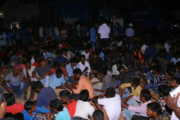 Police clear up Alanganallur arena 220 protesters detained at 6am after night-long protests
