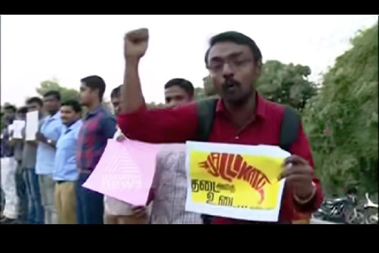 Jallikattu protests spread to Kerala Tamil techies in Kochi protest against ban