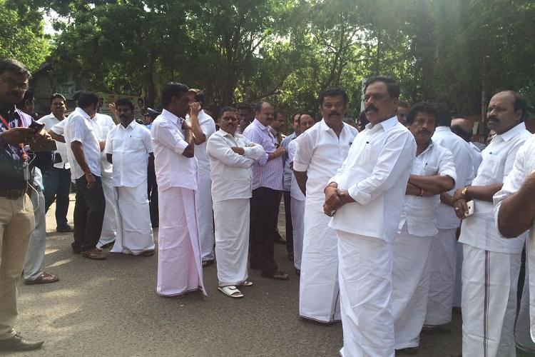 Jaya in hospital Chennai police block roads as ministers and cadre gather