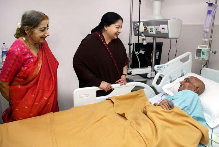 Jayalalithaa meets Cho in hospital cheers him up