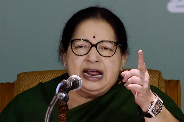 Jayalalithaa meets TN Governor stakes claim to form govt