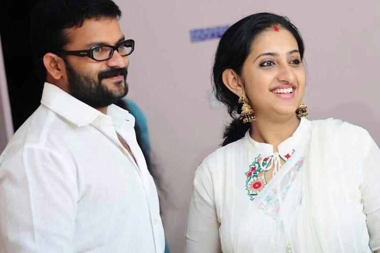 Jayasuryas wife Saritha escapes online fraud bid