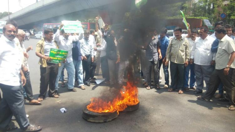 Go back to Gujarat Karnataka Guv JDS leaders say after snub to Deve Gowda