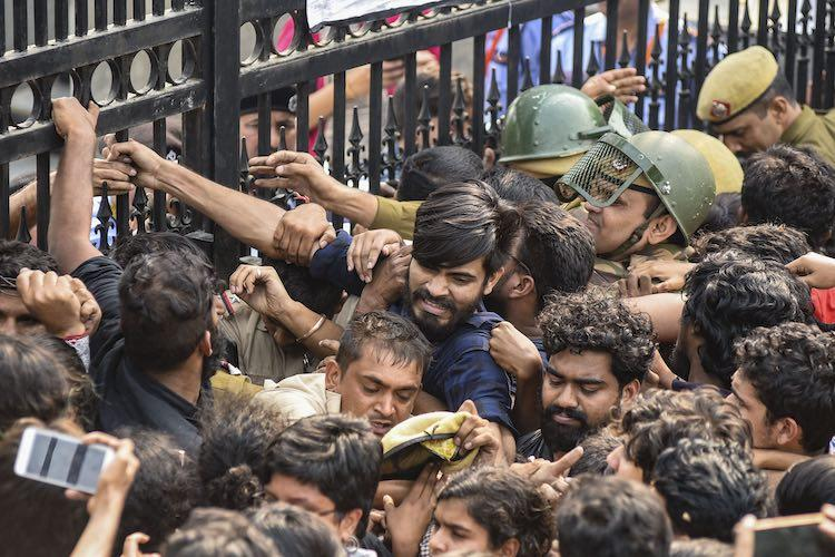 JNU students Delhi police clash as protests over hike in fee turn violent