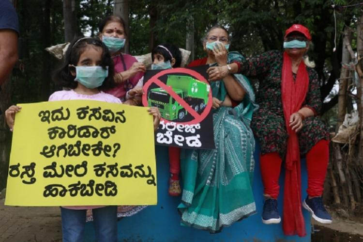 Bluru residents stage protest against BBMP for segregating dumping waste on main road