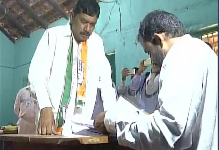 Nanjangud Congress candidate allegedly violates code of conduct wears Congress scarf inside polling booth