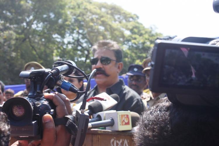 Rajinikanth vs Kamal shadowboxing at Nadigar Sangam elections