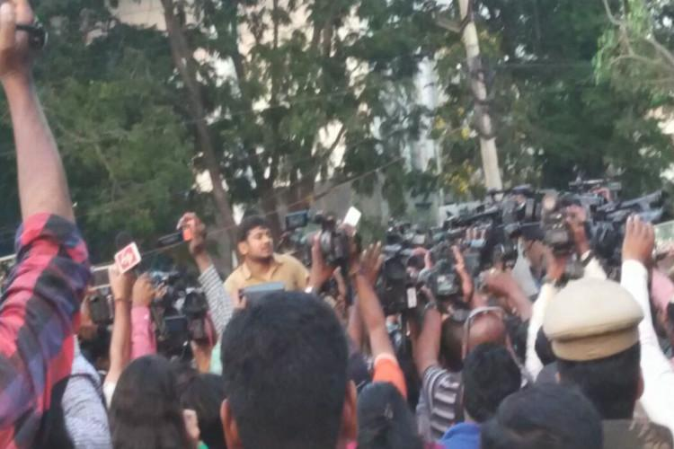 Fight for Kanhaiya Left wingers assault right wingers who wanted to protest against student leader