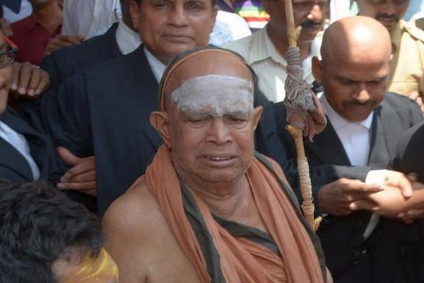 Kanchi seer Sri Jayendra Saraswati hospitalized in Vijayawada condition stable
