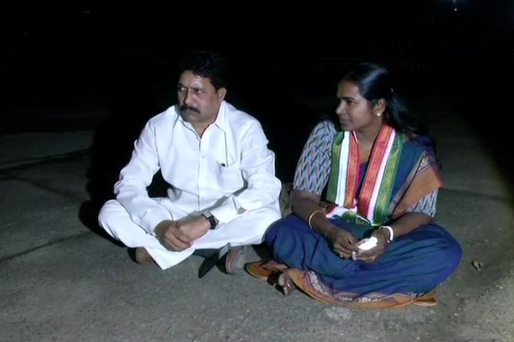 Former Hyd Mayor Karthika Reddy protests outside Rahul Gandhis residence seeks ticket