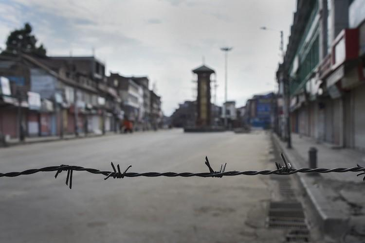 7000 paramilitary troops withdrawn from Kashmir by Home Ministry