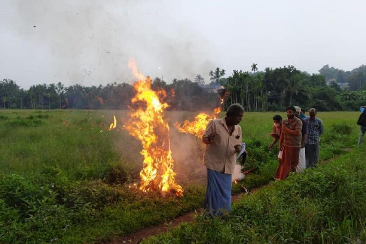 vayalkilikal farmers protest by by burning effigees