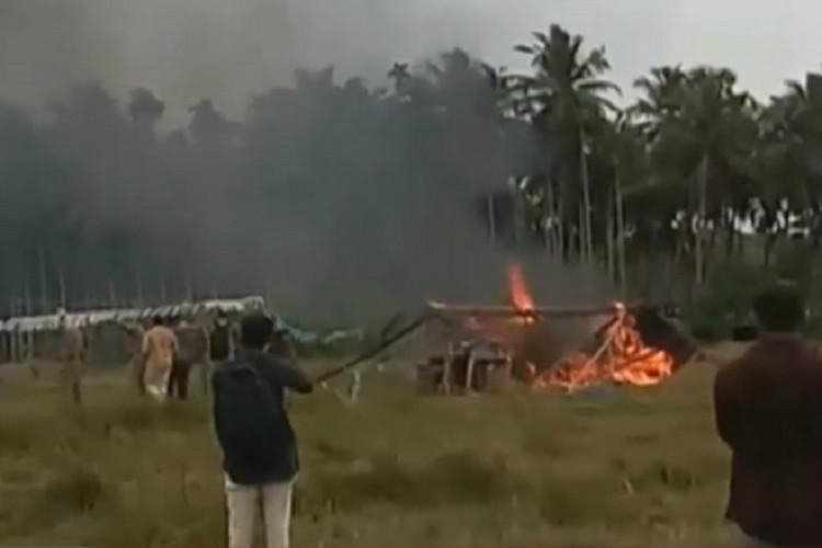 Tents of protesting farmers in Kannur set on fire allegedly by CPI M workers