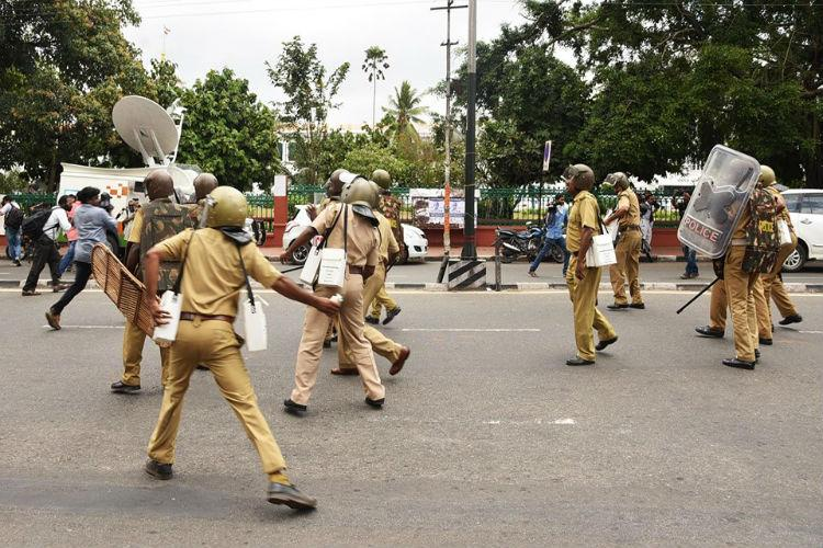 Kerala fee hike protests to continue as talks between govt and opposition fail