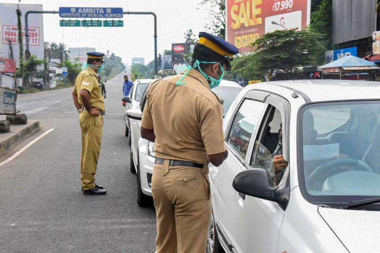 Kerala police checking vehicles during lockdown