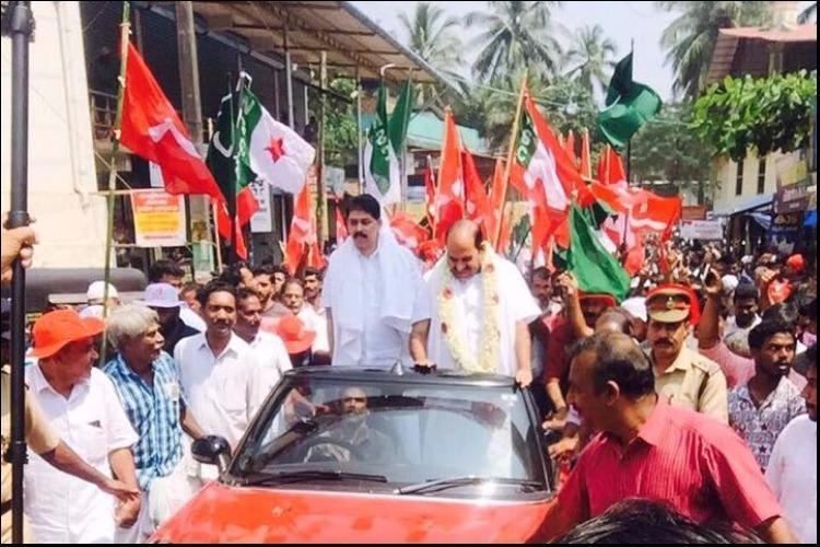 Kodiyeris ride on Mini Cooper car for Jana Jagratha Yatra sparks controversy