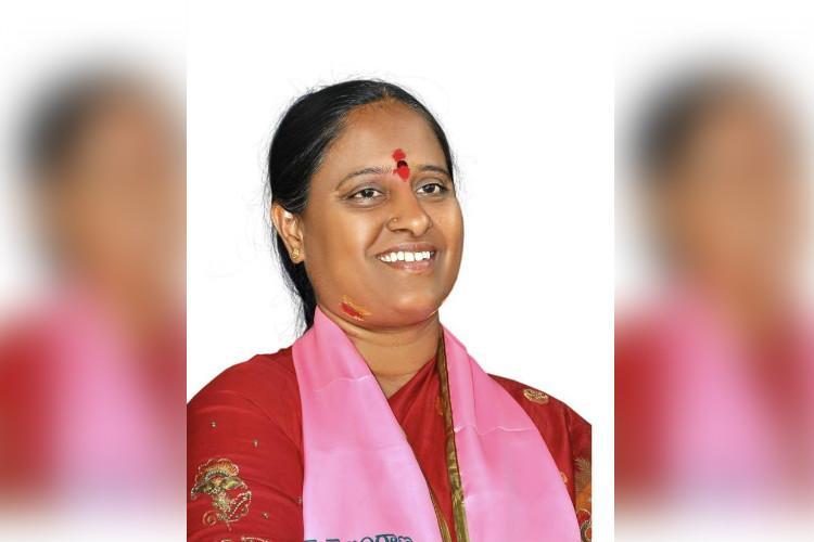 Rebellion in TRS begins Konda Surekha threatens to contest independently