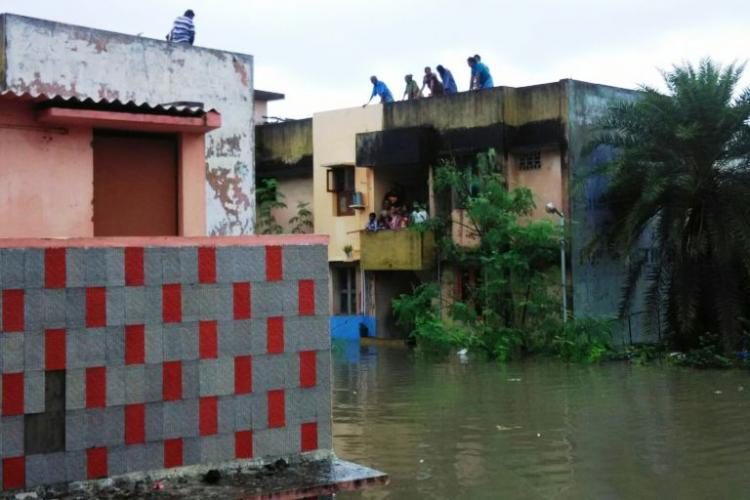 As Chennais Adyar River overflows houses get submerged in Kotturpuram