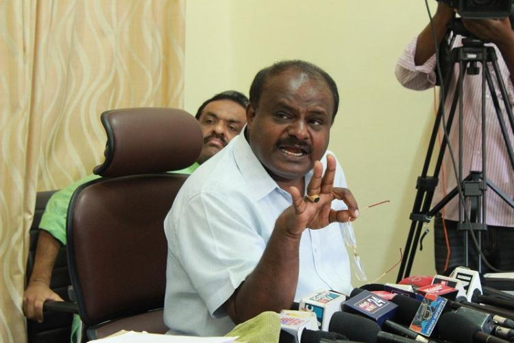 Second-hand gift Kumaraswamy claims Siddaramaiahs defense is bizarre