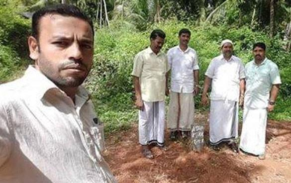 Kerala Muslim league leader takes selfie from co-workers tomb gets slammed for being insensitive