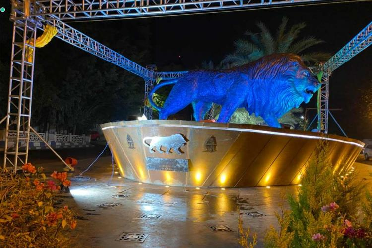 statue of the Make in India lion in the night