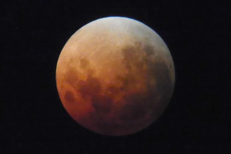 The moment the moon turned blood red