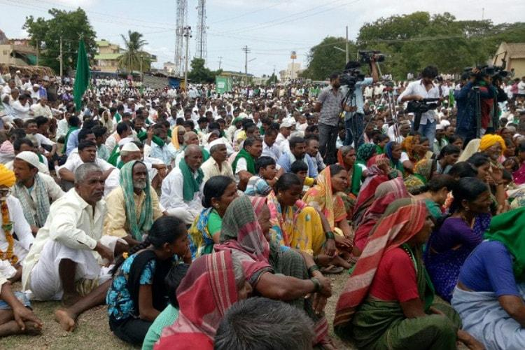 By vowing to solve Mahadayi row if voted to power is BJP holding farmers to ransom