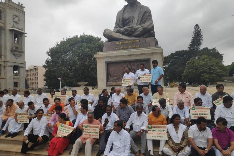 Bengaluru witnesses multiple protests by Congress and BJP on the political crisis
