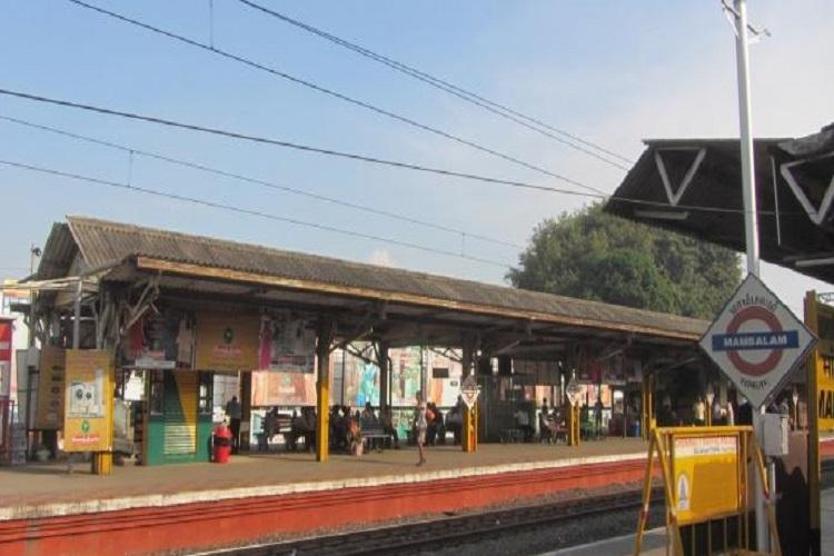 Baby dies in Chennai after falling from train