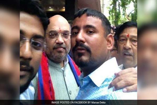 Kanhaiyas attacker greets Amit Shah in Pune