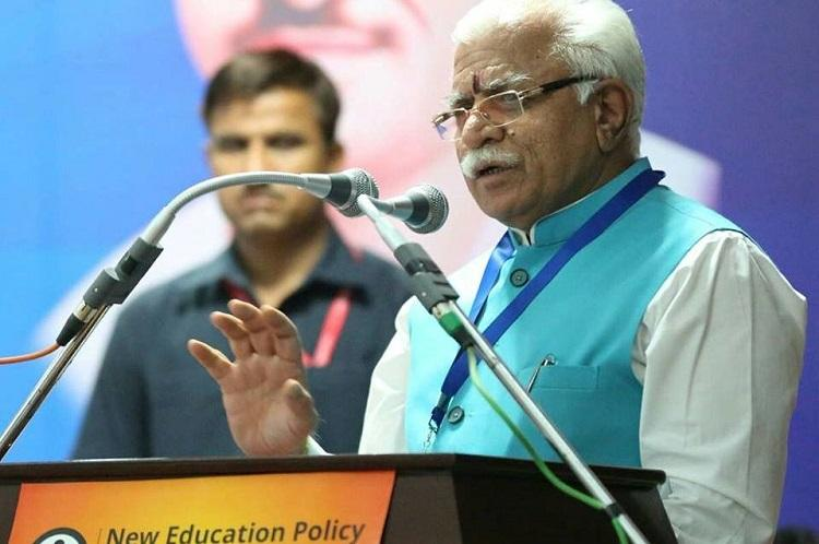Haryana CM Manohar Khattar forgets Sindhus name calls her from Karnataka