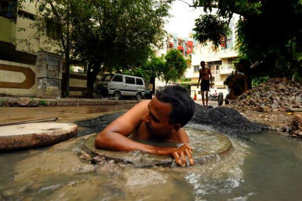 Two men forced to clean underground drain in Tamil Nadu killed one critical