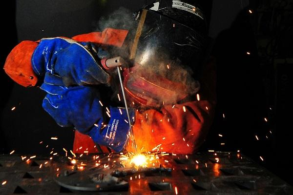 Industrial output tumbles at fastest rate in 7 yrs in Aug
