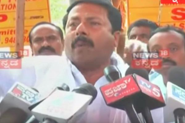 Ktaka BJP MLA weeps on camera blames Parameshwara for water scarcity
