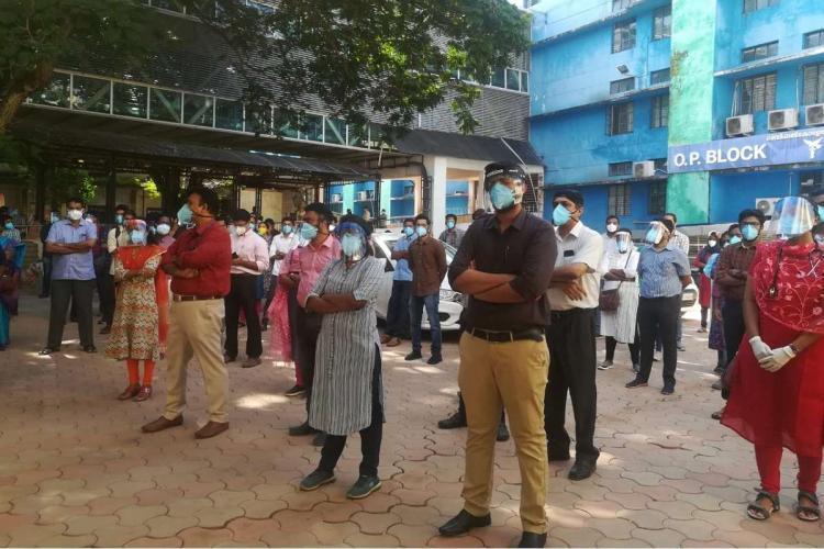 Doctors protesting outside Thiruvananthapuram Medical College