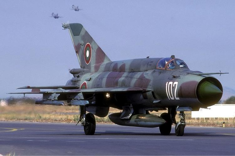 IAF MiG-21 plane makes emergency landing at Srinagar airport