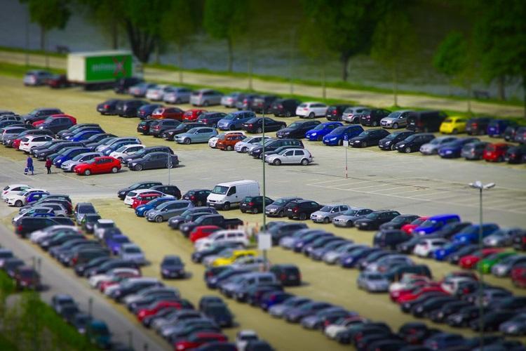 Slump in passenger vehicle sales continues amid poor consumer sentiment