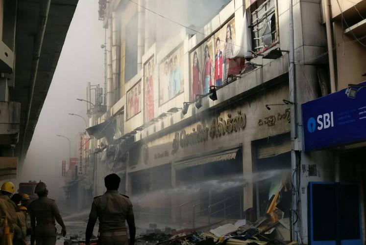 TN worker dies during demolition of Chennai Silks building