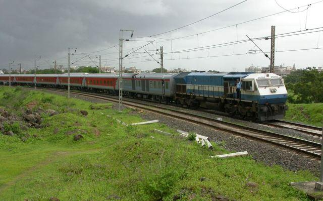 Secunderabad to Mumbai Duronto Exp derails at Martur several injured casualties expected