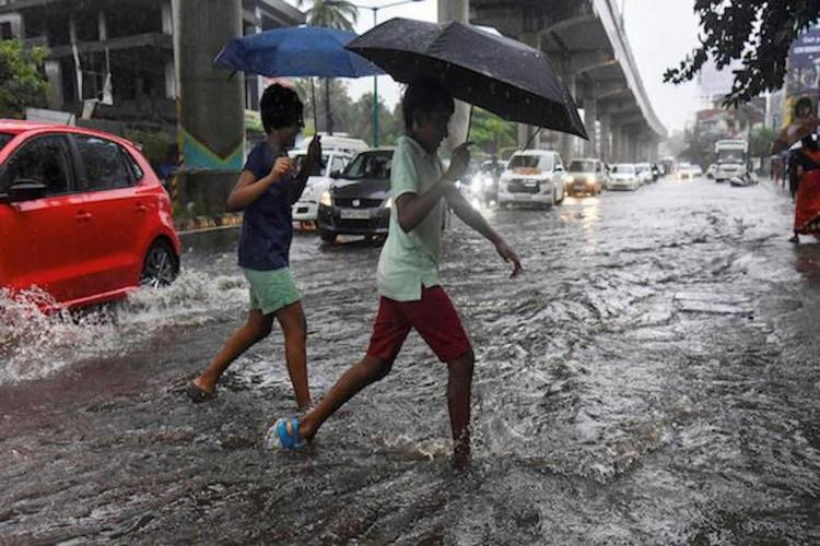 Heavy rains damage several houses in Vaikom yellow alert in all Kerala districts