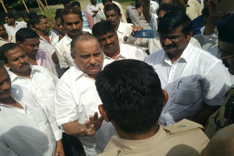 Kapu leader Mudragada slips house arrest to launch padayatra arrested again