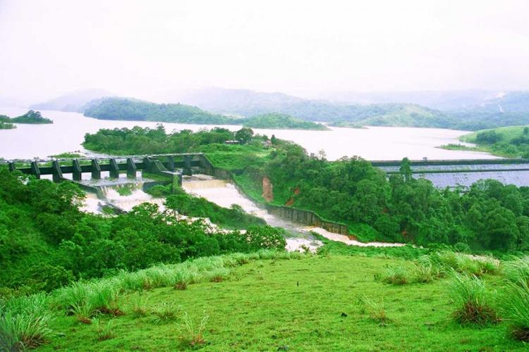 An aerial image of the Mullaperiyar dam surrounded by greenery