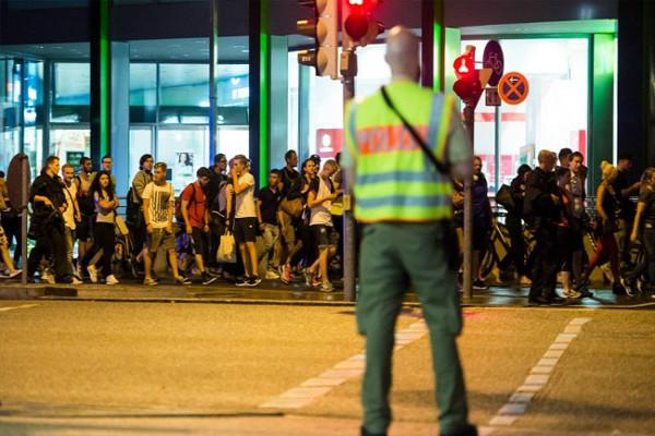 10 dead in suspected terror shooting rampage in Munich mall
