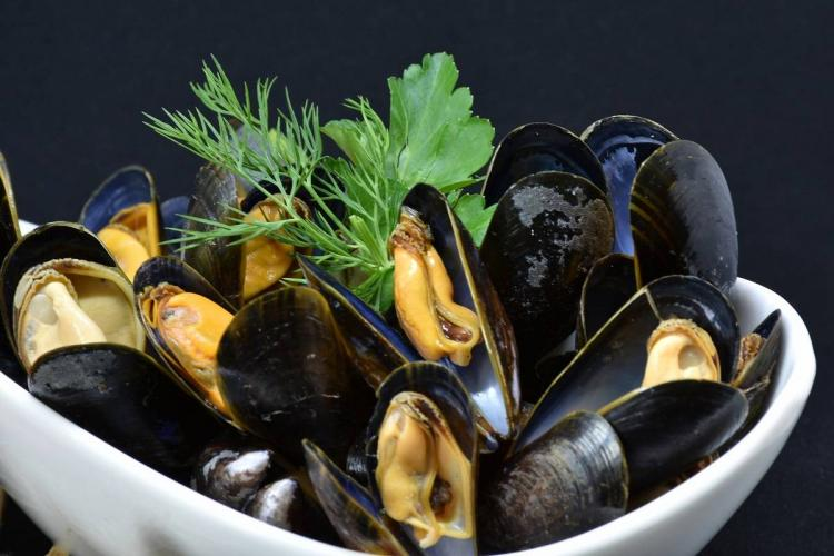Asian green mussels a Kerala delicacy faces threat from an invasive American mussel